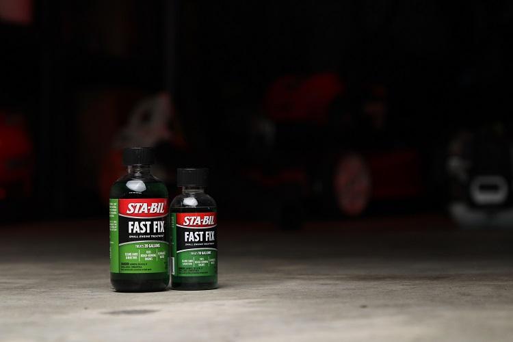 Fast Fix 8oz 4oz Lifestyle Garage Floor Dark min