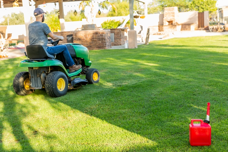 rider-mower-cutting-grass-3