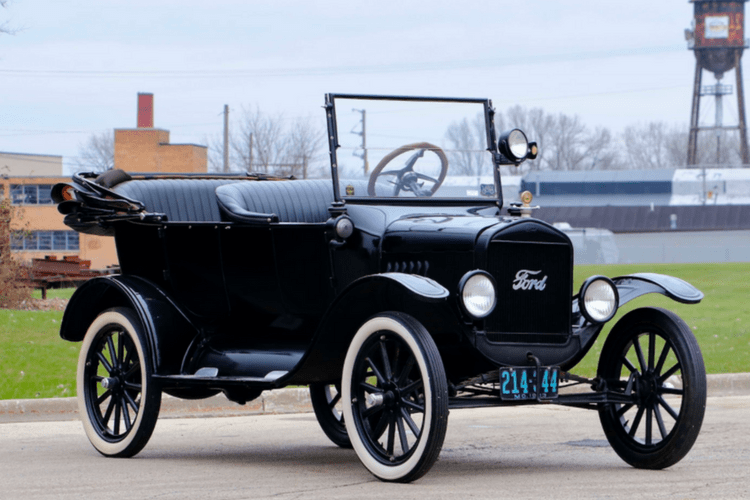 1923-ford-model-t-touring-mecum-min