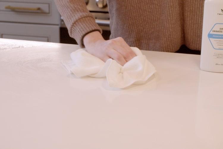 33507 trinova daily granite cleaner wiping 1 min