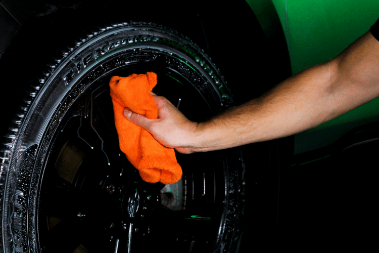 33511 trinova tire shine wipe min