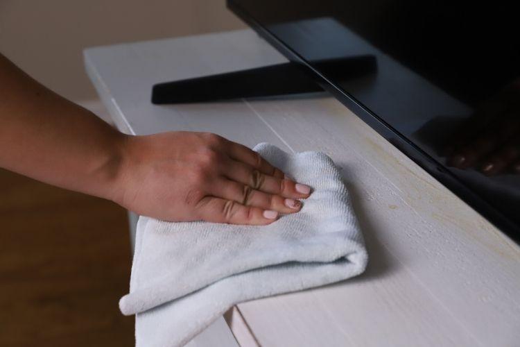 33514 TriNova Wood Cleaner TV Stand Wiping min