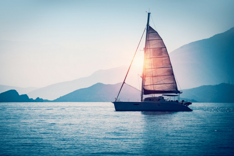 Interested in taking a sailing trip? These are some of the best sailing trips we could find in the US.