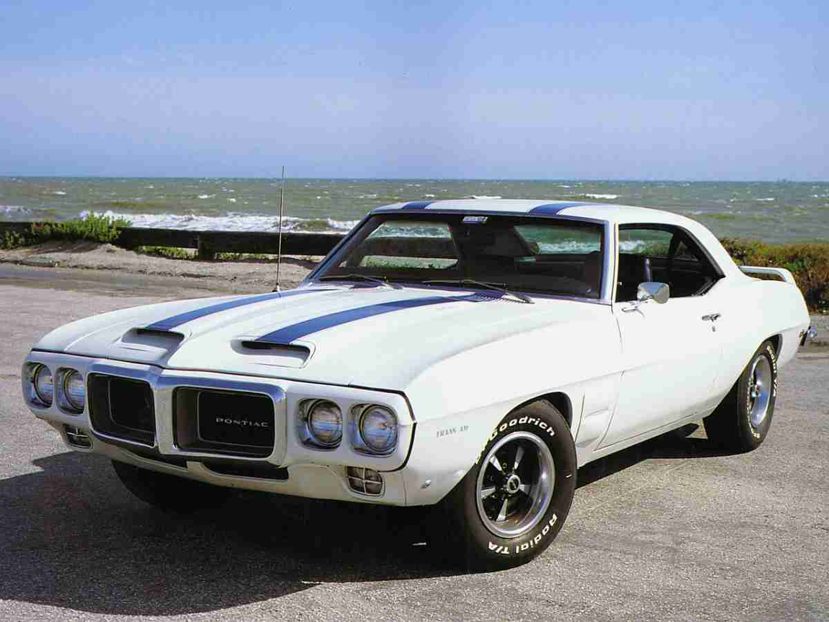 1969 Pontiac Trans Am Vs 1969 Chevrolet Camaro Zl1 Gold