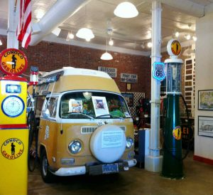 By Anna Harris - Flickr: Route 66 Museum, CC BY-SA 2.0, https://commons.wikimedia.org/w/index.php?curid=19654029