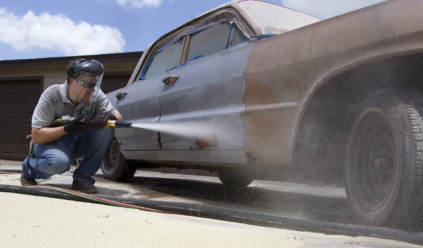 Differences of Sand, Soda or Dustless Blasting Your Vehicle
