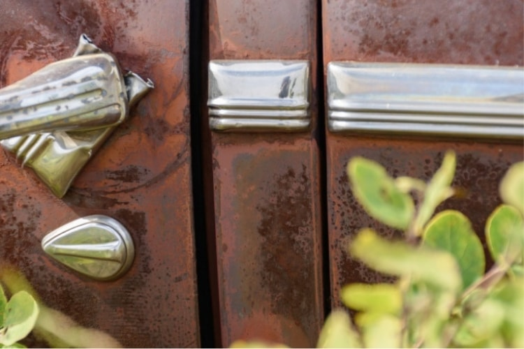 Using 303 Metal Polish will help you remove rust from chrome quickly and easily.