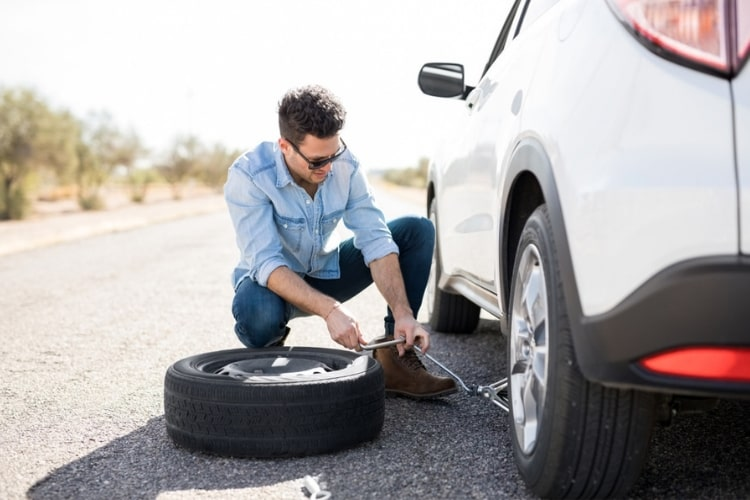Having the right tools for changing a flat tire make all the difference.