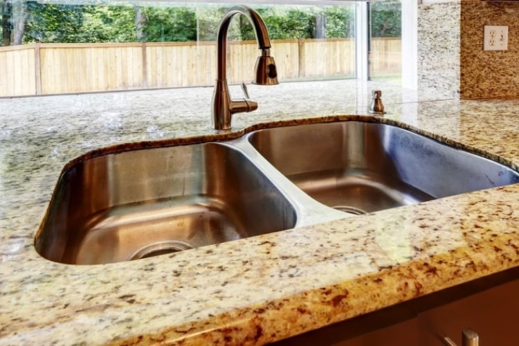 Knowing how to clean granite counter tops doesn't have to be a difficult with TriNova Daily Granite Cleaner.