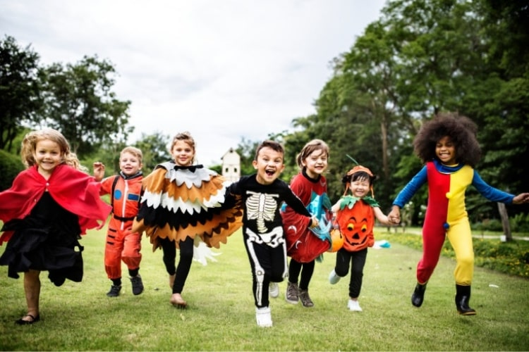 Halloween safety begins with a good plan and activities that are well organized. There are several important safety tips that both kids and adults should follow.