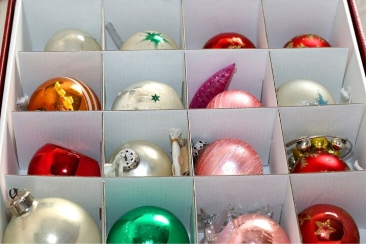 Check out these tips on how to avoid the mess and stay organized as you put your holiday decorations away.