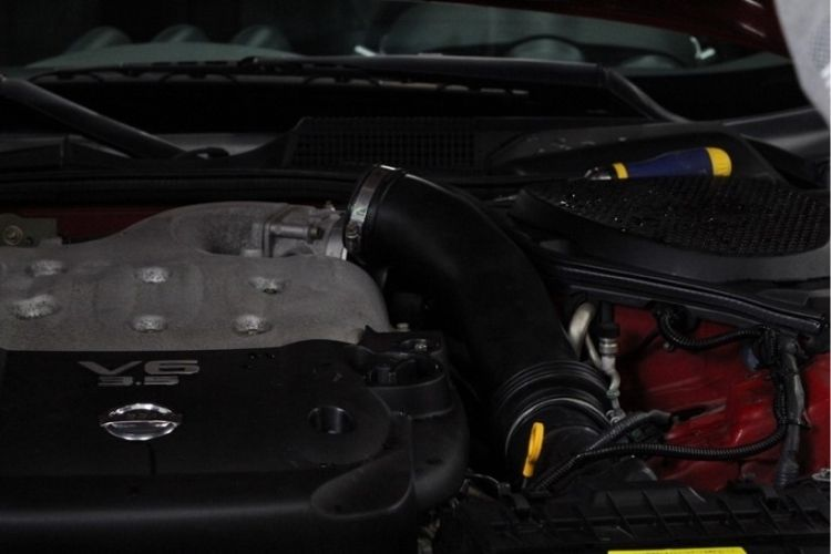 nissan 350z engine compartment min