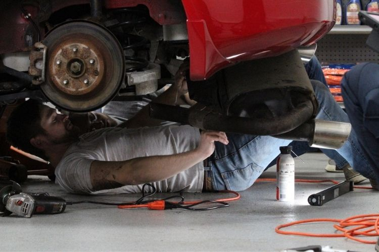 nissan 350z undercarriage with dj and bob min