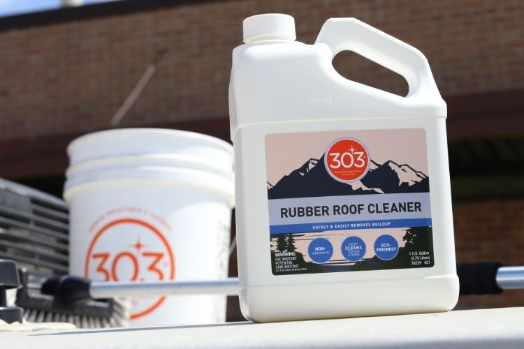 30239 303 rubber roof cleaner lifestyle with bucket min