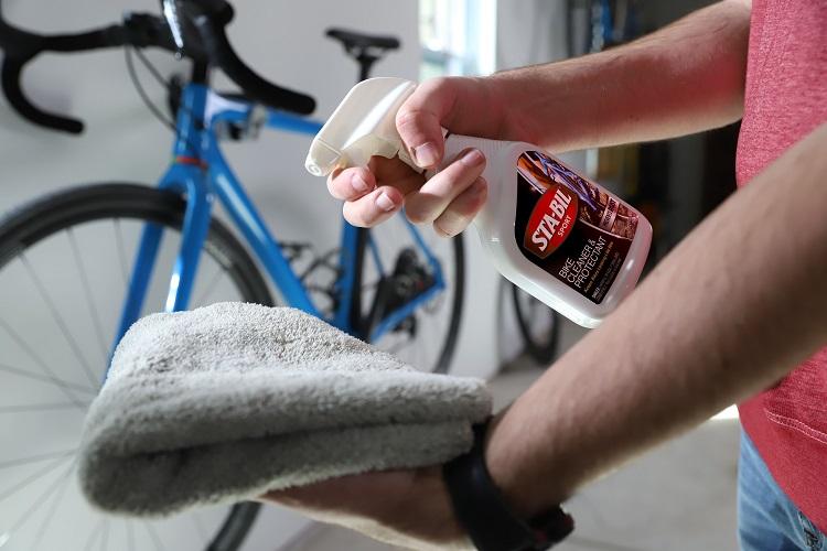 22504 In Use Spraying Cloth Bike Background 2 00000 min