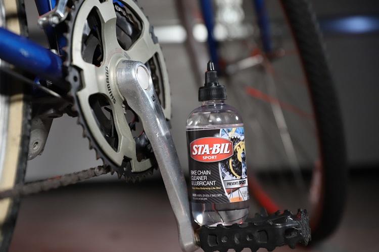 22406 Lifestyle Bottle On Pedal Close min