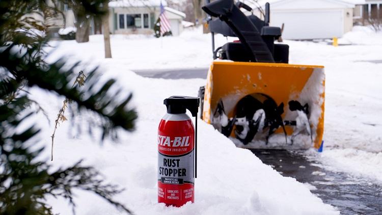 22003 Lifestyle Snow Blower Driveway 00000 min